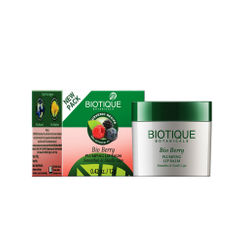 Biotique Bio Berry Plumping Lip Balm Smoothes & Swells Lips