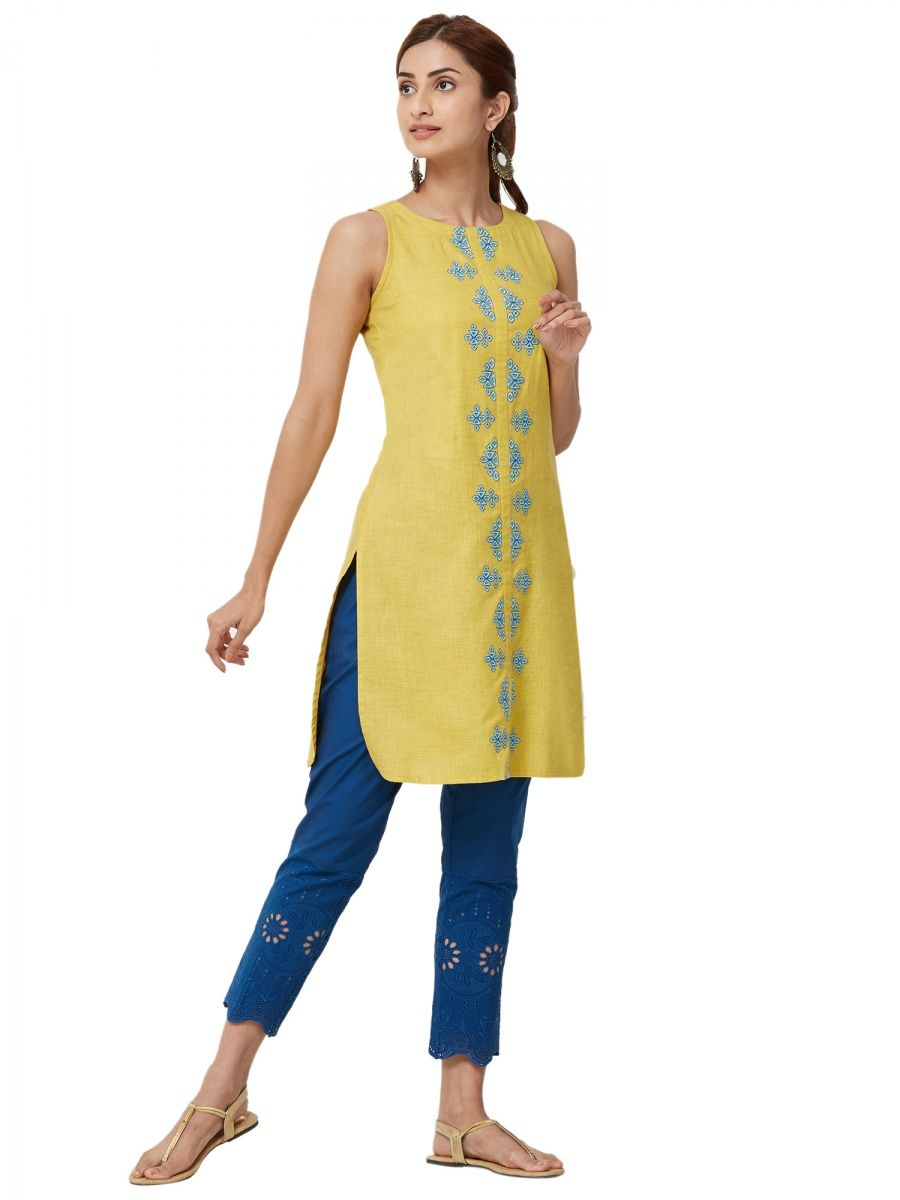 d8a9043d7739 Shop Designer Ethnic Wear & Indian Designer Wear Online  Nykaa Fashion