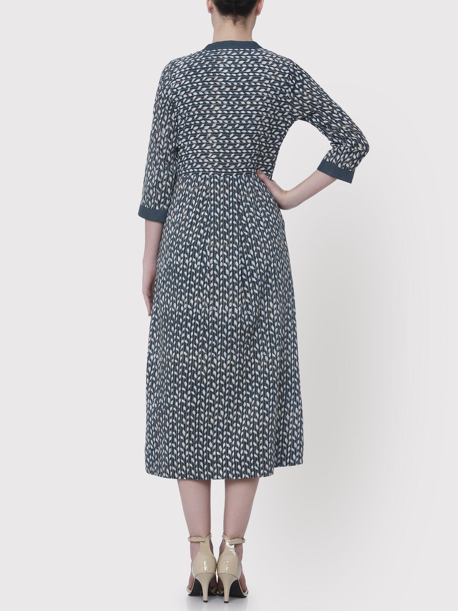 6e831390599 Medhya Kurtis Kurtas and Tunics   Buy Medhya Striped Leaves Blue Kurta With  Contrast Panel Online