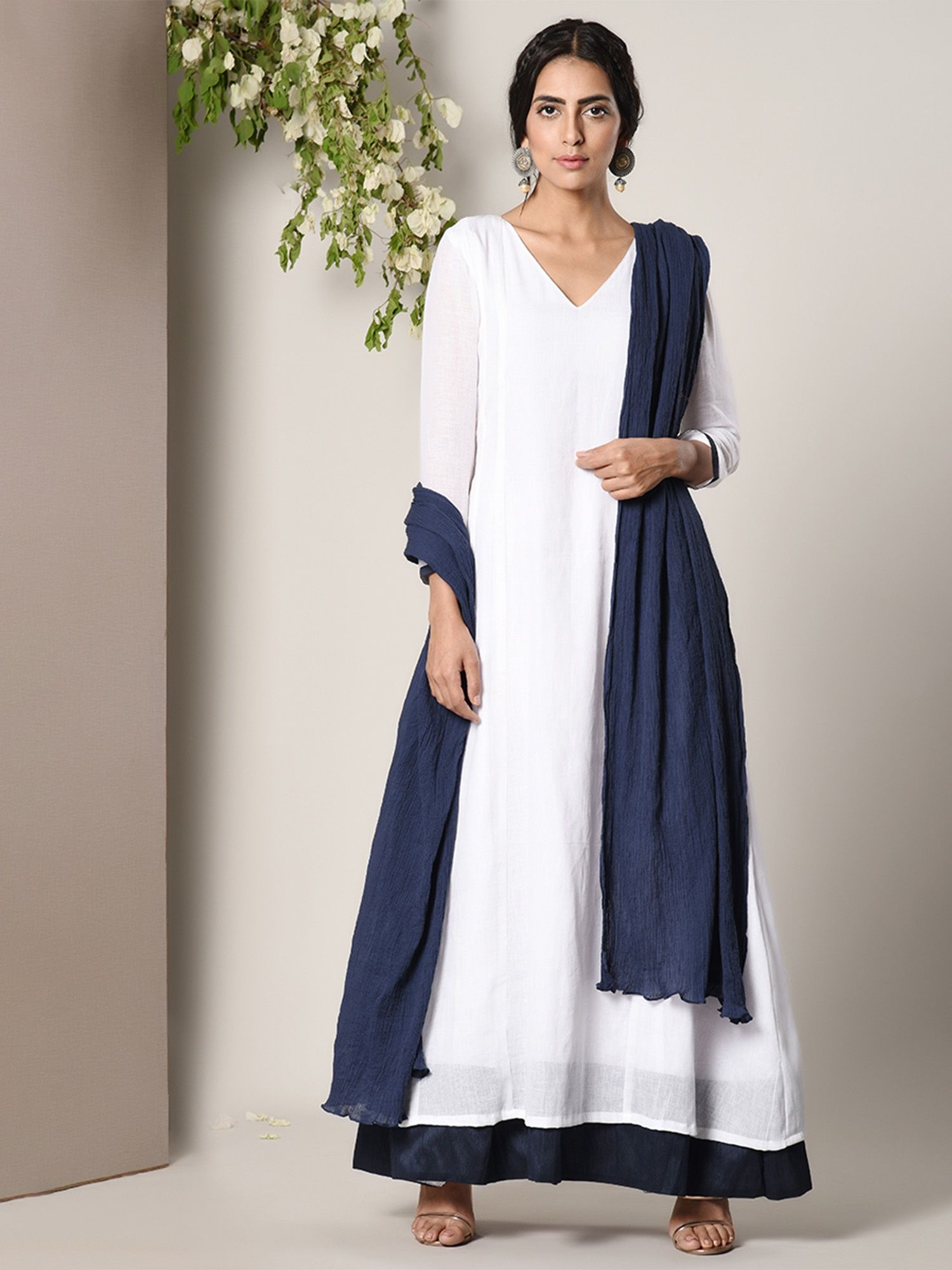 ce92976611e trueBrowns Kurtis Kurtas and Tunics   Buy trueBrowns White Blue ...