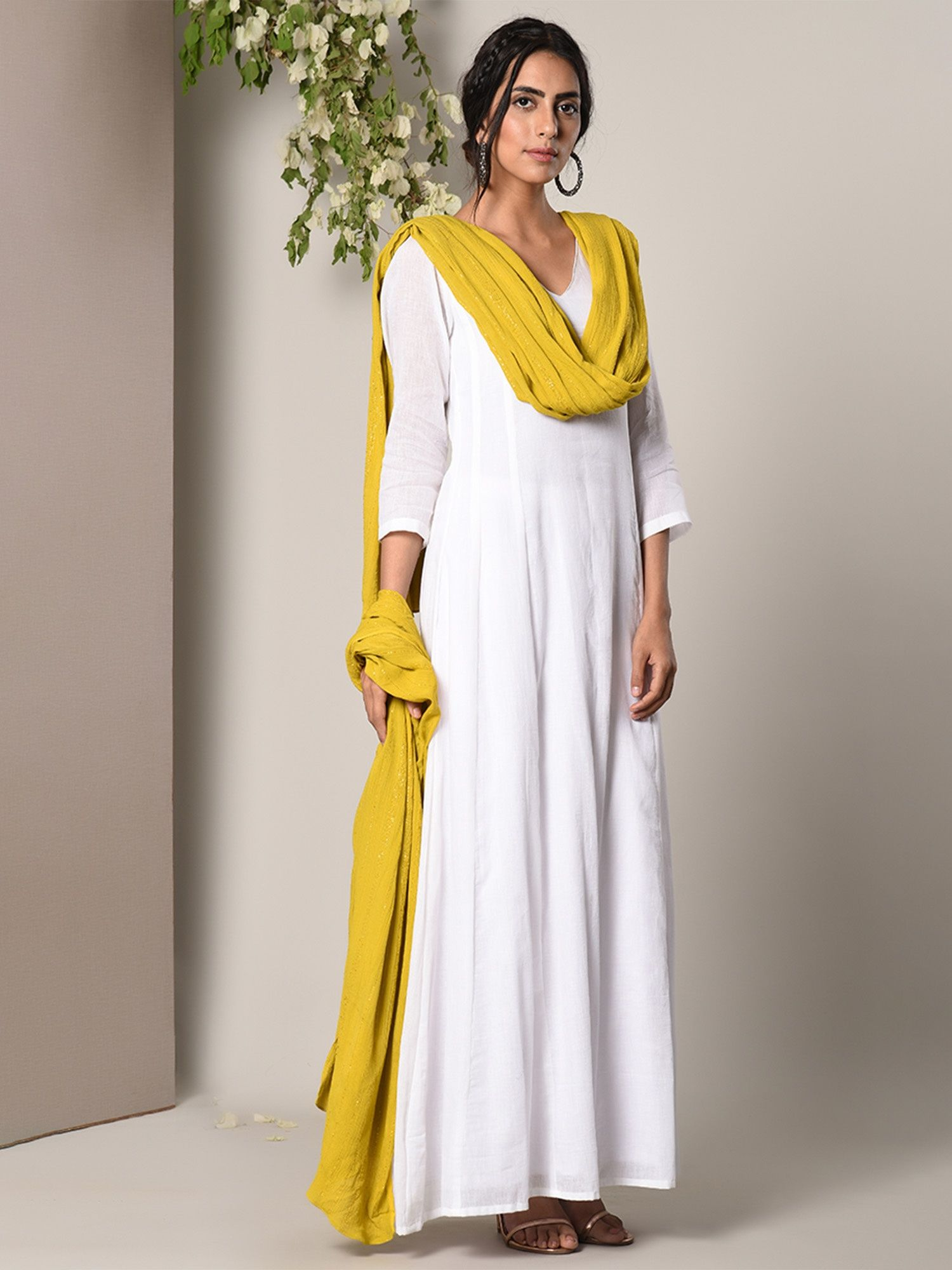 bd02c40529c trueBrowns Salwar Suits and Sets   Buy trueBrowns White Dress Green ...