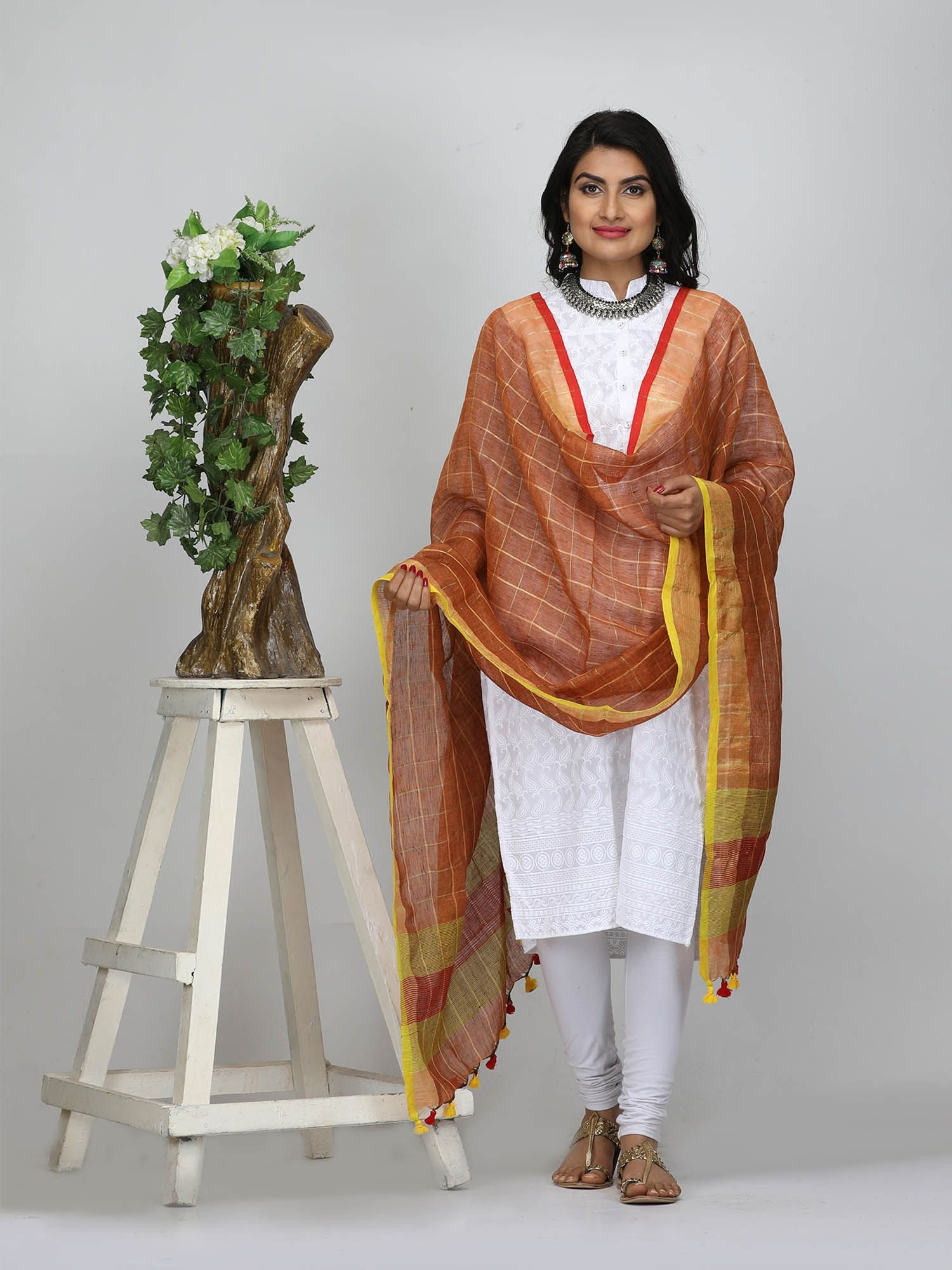 The Weave Traveller Handloom Hand Woven Linen Zari Checkered Dupatta With Pom Pom Edgings