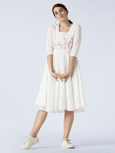 Okhai Kurtas Kurtis and Tunics : Buy Okhai Halo Embroidered Organic Cotton  Cambric Tie Dye Kurta Online | Nykaa Fashion