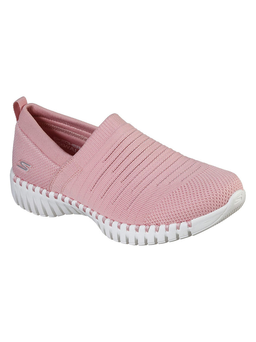 preparar pavimento Mount Bank  SKECHERS Sports Shoes & Sneakers : Buy SKECHERS Pink Solid Running Shoes  Online | Nykaa Fashion.