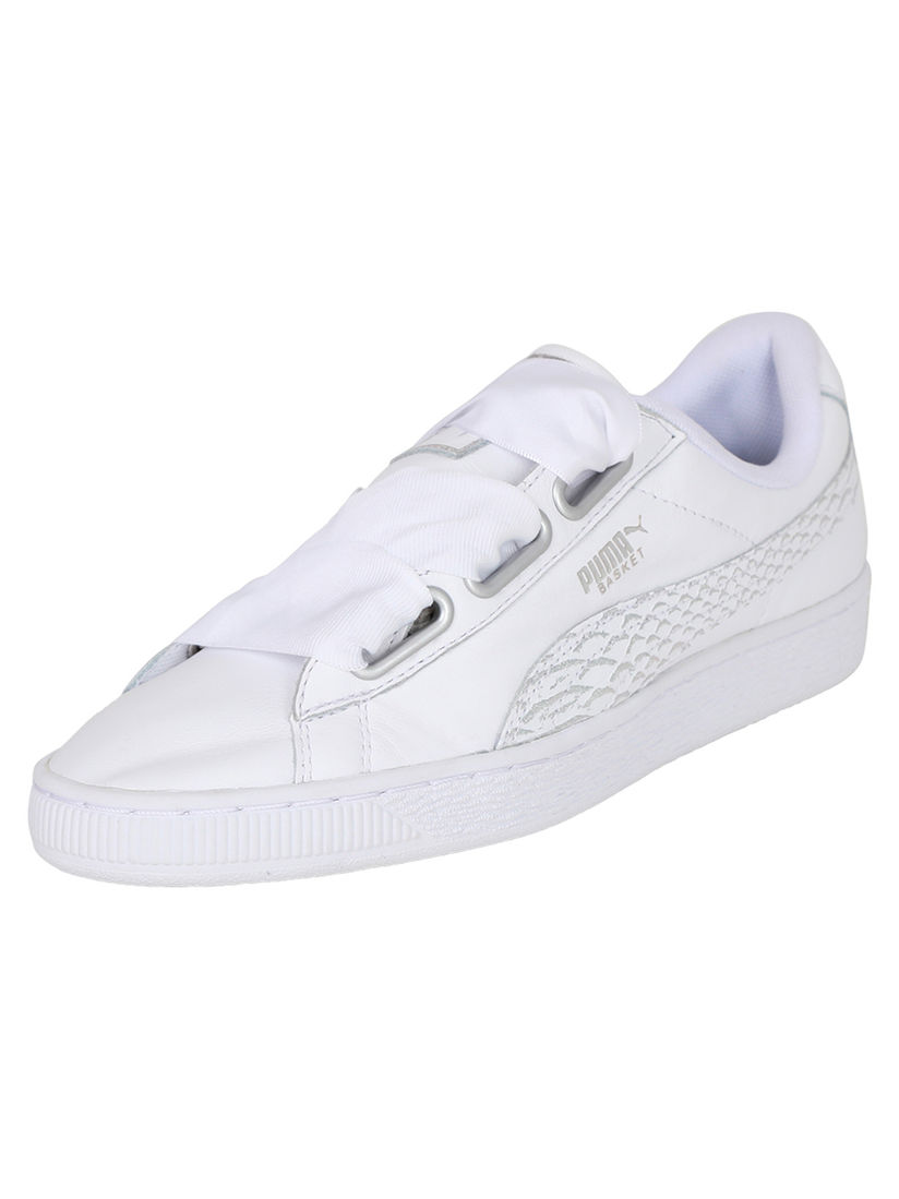 Ambos hoy ropa  PUMA Sports Shoes & Sneakers : Buy PUMA White Basket Heart Oceanaire  Sneakers Online | Nykaa Fashion
