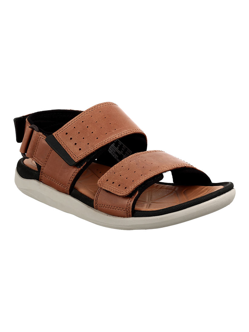 doblado fútbol americano patrón  CLARKS Sandals : Buy CLARKS Tan Garratt Active Flat Sandals Online|Nykaa  Fashion.