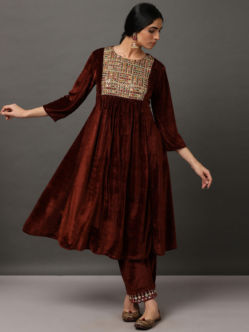 Nuhh Salwar Suits And Sets Buy Nuhh Brown Velvet Embroidery Kurta With Pant Set Of 2 Online Nykaa Fashion